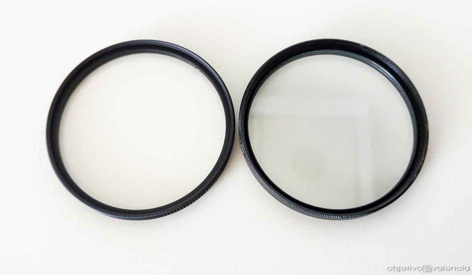 Filtro con tratamiento (izquierda) y sin tratamiento anti reflejos (derecha)